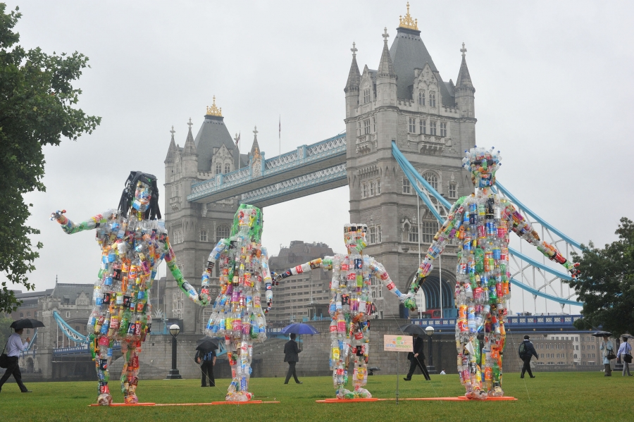 Sodastream highlights the issue of plastic bottle waste, unveiling a ten foot sculpture made out of 827 plastic bottles, the number an average family will use in a year